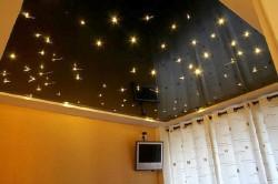 Plafond tendu ciel étoilé dans une chambre client particulier à Marseille