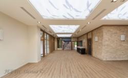 Mur tendu acoustique avec impression numérique et plafond tendu lumineux acoustique réalisé par entreprise JEFTIC à Marseille