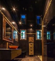 Plafond tendu moderne dans la salle de bain design prés de Marseille