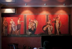 Mur tendu avec impression numérique motif fresque de La Villa des Mystères à Pompei