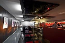 Cadres acoustiques suspendus dans le restaurant Le Yen à Marseille (13)