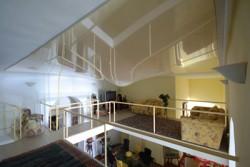 Le plafond tendu suite a un dégât des eaux, une poche d'eau se forme dans le plafond, sans perforations
