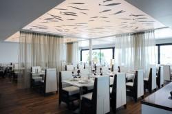 Plafond tendu lumineux pour le restaurant Auberge de Port à Bandol proche de Toulon