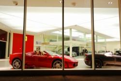 Plafond tendu lumineux pour le concessionaire voiture Ferrari Maserati à Aix en Provence